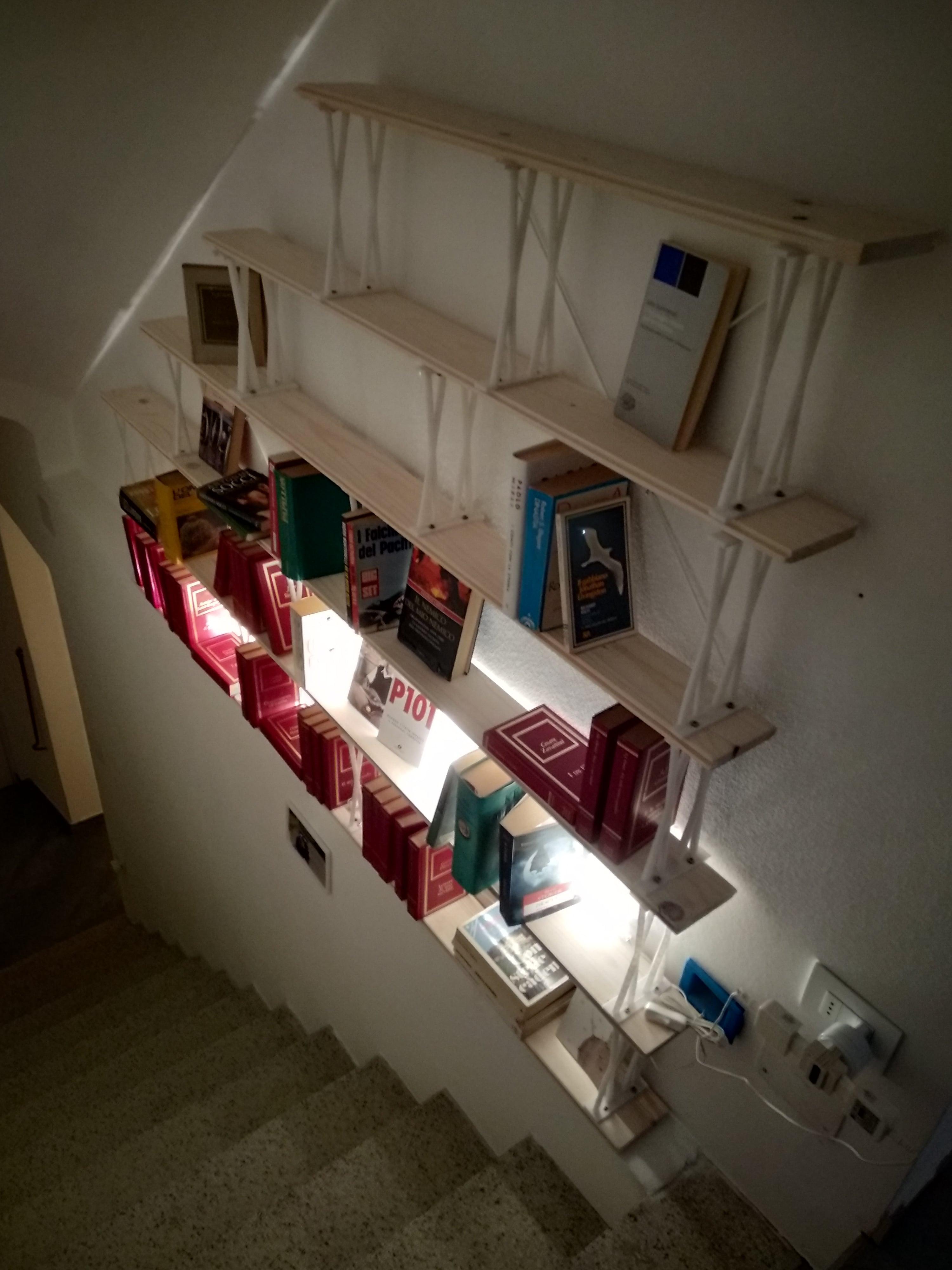 Libreria in legno e PLA