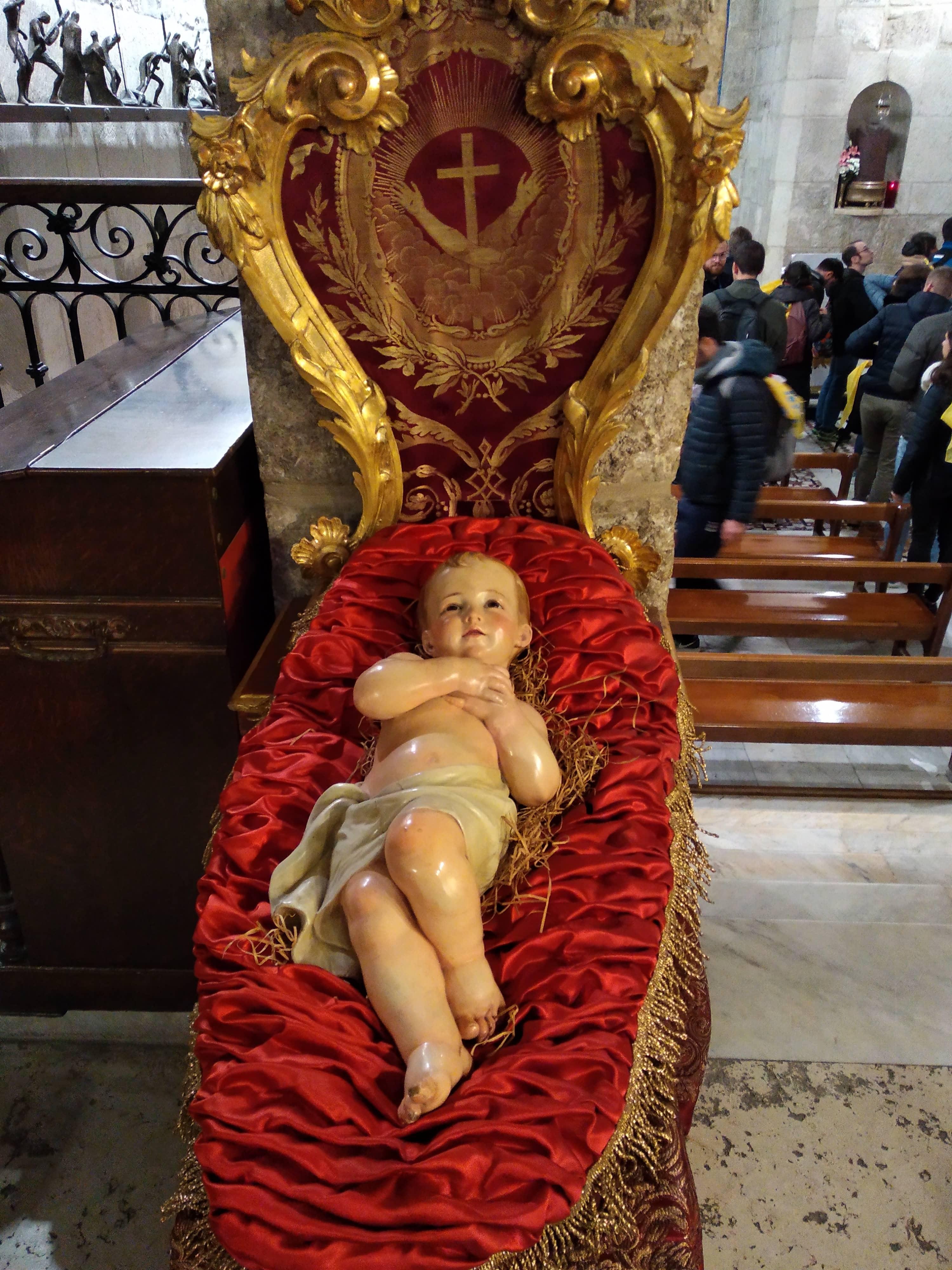 Statua Gesù Bambino all'interno della Basilica del Santo Sepolcro (Gerusalemme)